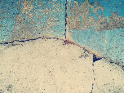 Comment combler une fissure dans un mur pour qu'elle ne revienne pas