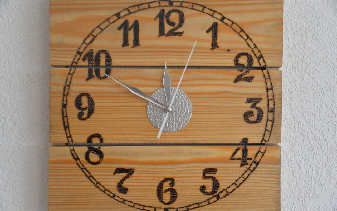 Horloge en palette de bois DIY